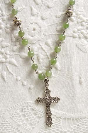 Jade w 1-3/4 in marcasite cross